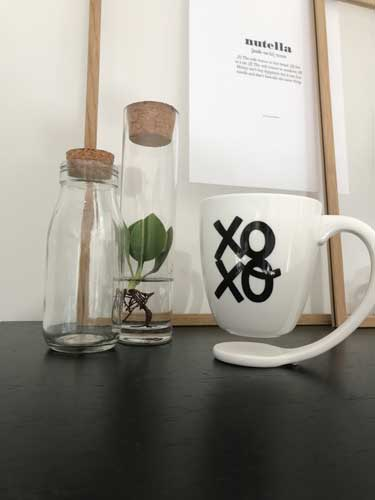 Floating mug - Zwevende mok -xoxo-met decoratie